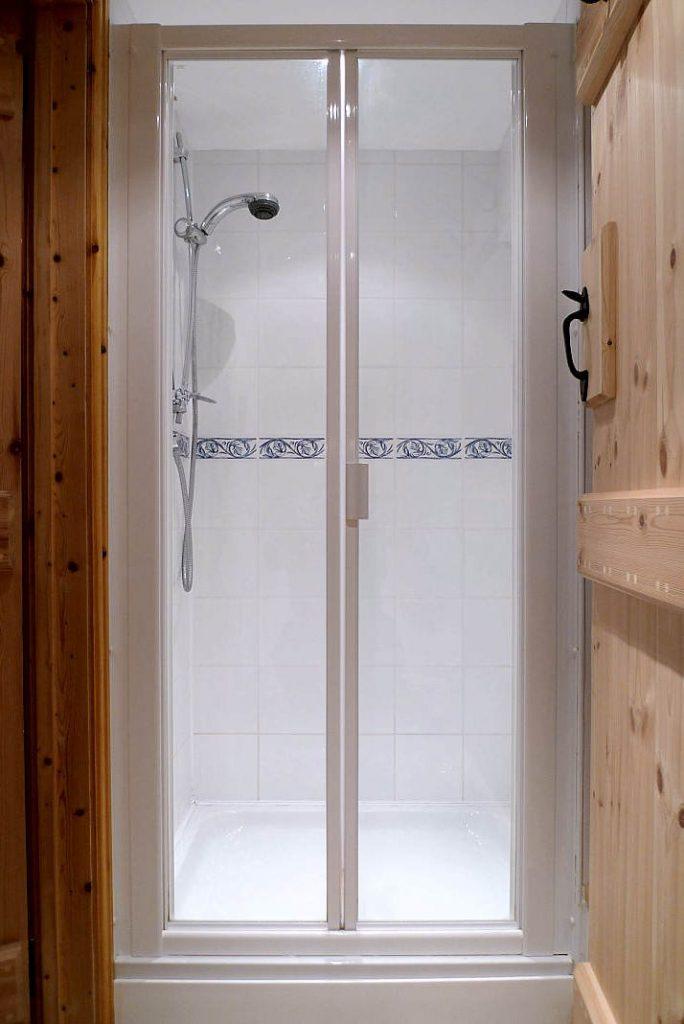 Shower (ground floor)